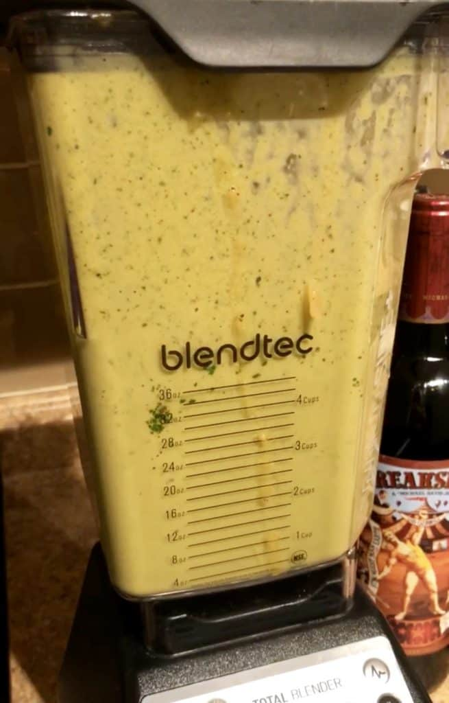 pureeing verde sauce in blender